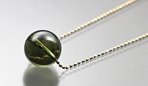 【ラスイチ】高品質ネックレス「幸せの種」(モルダバイト)