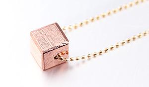 【隕石特集】高品質K18ネックレス「幸せの種」(ギベオン[ピンクゴールドカラーキューブ形])6mm