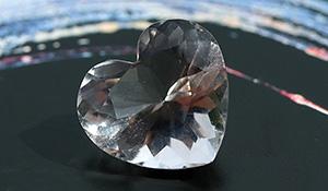 【一点もの】山梨水晶[乙女鉱山産]カットルース【乙女のハート】※山梨水晶原石付き-006
